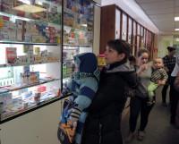 Многие родители и не знают, что лекарство детям до трёх лет может быть выписано бесплатно. Фото Валентина Капустина
