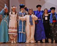 Делегация из Бурятии вышла на сцену в национальных костюмах. Фото автора