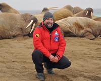Восстанавливать душевное равновесие у Олега Продана лучше всего получается в Арктике, где он участвует в научных и поисковых экспедициях. Фото www.forbes.ru