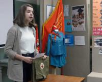 Екатерина Шведова презентует санитарную сумку. Фото автора