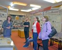 Экскурсия для экскурсоводов. Группа волонтёров начала обучение в музее. Фото Елены Никитиной