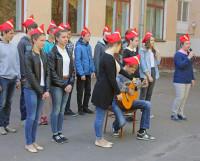 Юные артисты на открытии лагеря спели для гостей песни Виктора Цоя и Олега Митяева. Фото Александра Ширшикова
