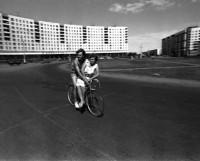 На этом снимке из архива редакции — первые годы ещё совсем молодой нынешней площади Пашаева.  Фото Валентина Капустина