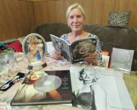 В личной коллекции Ирины Перцевой около 15 книг и различные вещи.