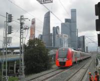 С платформы «Шелепиха» открывается вид на высотки Москва-Сити.