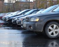 Машин становится всё больше, налоги с них тоже прирастают. Суммы, заплаченные северодвинскими автовладельцами, идут в региональный дорожный фонд.. Фото Елены Никитиной