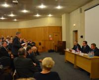 Председатель совета ветеранов «Звёздочки» Иван Иванович Зинюк озвучивает вопросы и наказы корабелов. Фото автора