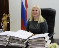 С первого рабочего дня стол председателя Северодвинского городского суда завален делами. Фото Владимира Тикуса