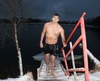 Вячеслав Павлов, несмотря на южные корни, северный климат принял и полюбил. И зимних холодов ждёт с нетерпением, чтобы окунуться в ледяную воду.                                                                                                        Фото автора