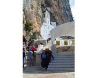 Острожский монастырь. Он встроен в скалу высоко в горах.   Фото из архива семьи Апполинариевых