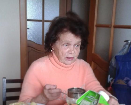 Александра Николаевна Егорова 19 ноября ушла из дома на ул. Ломоносова, 104           в неизвестном направлении. 77 лет, рост 145 см, была одета в чёрную куртку, чёрные брюки, бежевый берет, страдает забывчивостью.