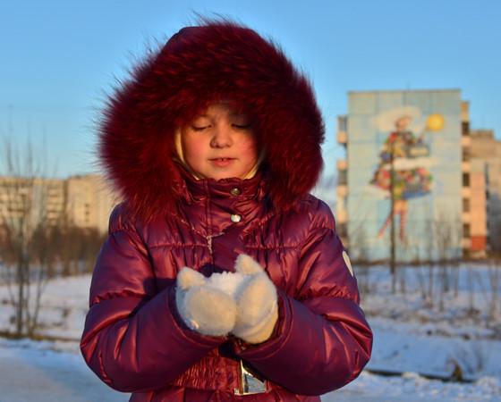 Особенно ждут снега дети. Как же без игры в снежки, ледяных горок и снеговиков?  Фото Татьяны Воротынцевой