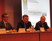 Игорь Чесноков (в центре): «Бюджет 2017 года сложный, но сфера образования пострадает меньше других».    Фото автора