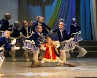 На сцене — танец «Валенки» коллектива «Фантазия». Фото Валентина Капустина