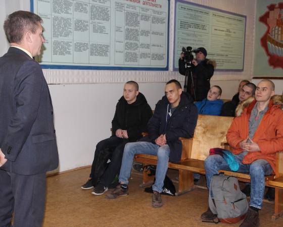 Наставления от начальника отделения подготовки и призыва С. Бахарева.. Фото автора