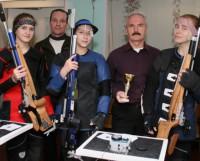 Слева направо: О. Сержант, Т. Травников, А. Хвиюзова,  Ф. Носенко и С. Иевлева. Фото из архива федерации пулевой стрельбы Северодвинска