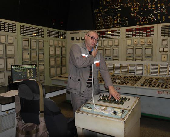Машинисты блочной системы управления следят за работой котлов. Скучать не приходится: звонки из других цехов тут раздаются каждые несколько минут. Фото автора