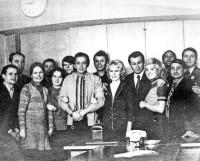 Агитбригада «Северянка» и Александр Масляков в телецентре «Останкино». Москва, 1974 год. Фото из архива автора