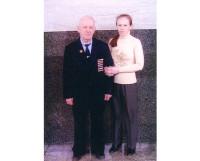 С любимым дедушкой.                                                 Фото из семейного архива