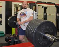 Владимир Гришаев и 325 килограммов. Фитнес-клуб «Хаммер», где он тренируется и тренирует, и не такое видал! Фото Елены Никитиной