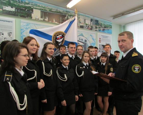 Алексей Мысов с десятиклассниками кадетской школы имени адмирала П.Г. Котова. Фото автора