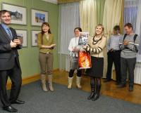 Коллеги из пресс-службы мэрии подарили автору юмористический коллаж «Белые ночи тракториста Артёма Попова». Фото Евгении Легостаевой