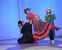 Актёры из театра «Мечта» устроили на сцене настоящее шоу. Фото автора