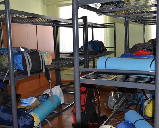 Так сейчас выглядят гостевые спальни. Пока здесь нет ни матрасов, ни подушек, но закалённая молодёжь вполне обходится и без них. Фото Татьяны Воротынцевой