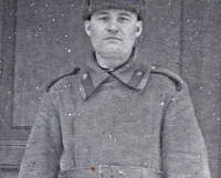 Мои первые воспоминания об отце Семёне Афанасьевиче Лучникове связаны с фотокарточкой, которую я нашла в одном из выдвижных ящиков шкафа. Фото из архива автора