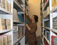 Руководитель Северодвинского территориального отдела агентства ЗАГС Ива Соколова убеждена, что пока без бумажного архива не обойтись. Фото автора