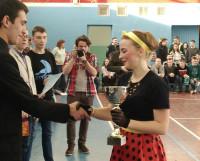 Капитан команды Ксения Старцева получает кубок. Фото автора