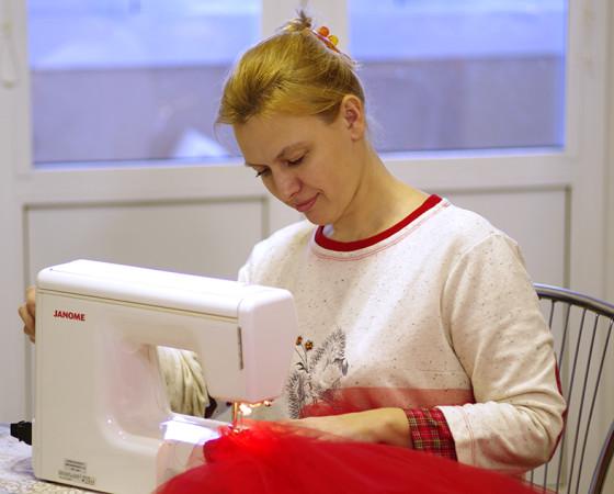 Пусть швейная машинка и появилась в доме Ольги Соберг случайно, без дела она не стоит. Фото из личного архива Ольги Соберг