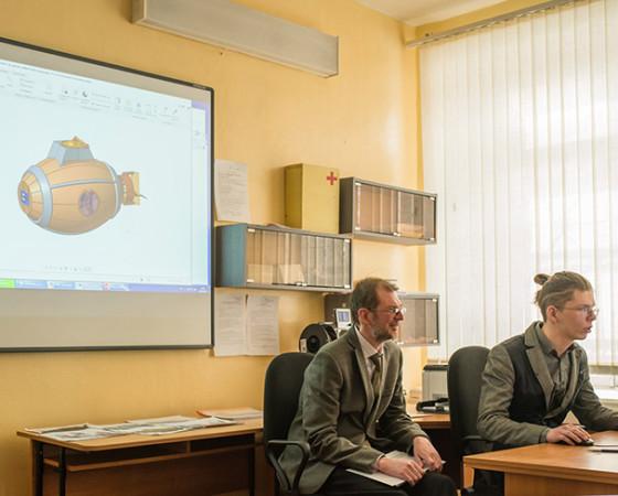 Матвей Колебакин презентует свой подводный велосипед. Фото из группы «ВКонтакте»