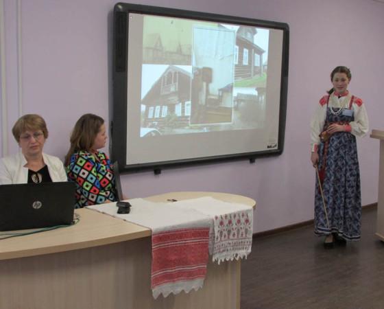 Ульяна Чадаева «спела» о крестьянской избе. Фото автора