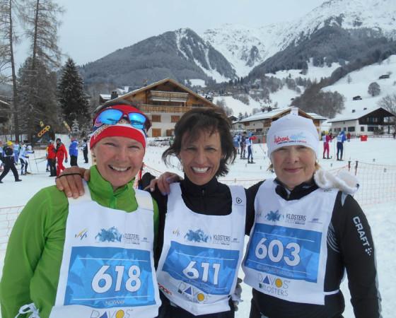С соперницами из Эстонии (слева) и Америки (в центре) после финиша. Фото из архива Ирины Веселовой