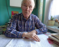 О стройке Алексей Иванович рассказывает увлечённо: даты, фамилии, адреса — всё это хранится не только на бумагах, но и в его памяти. Фото автора
