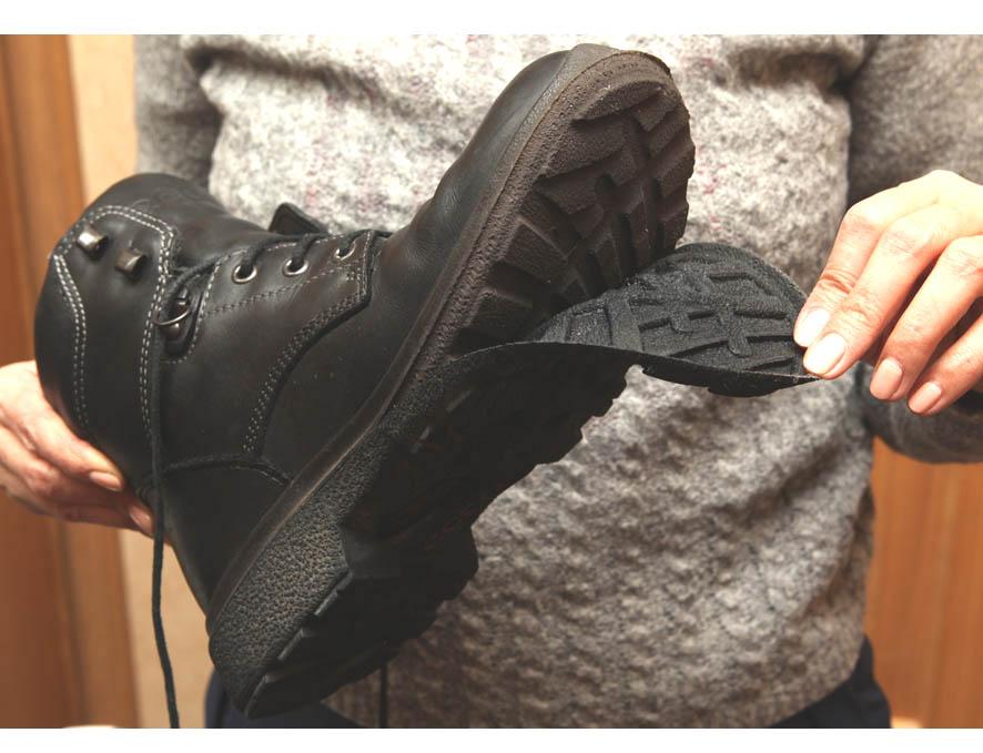 Ботинки с водобоязнью