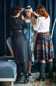 Ирина Вересова (слева) помогает подбирать аксессуары для городских и региональных конкурсов красоты и других проектов.