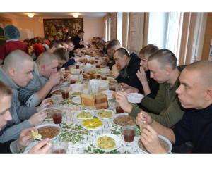 Сборы сборами, а обед по расписанию.