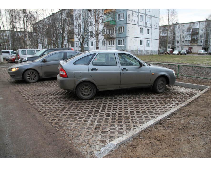 Дефицит парковок и светофоров
