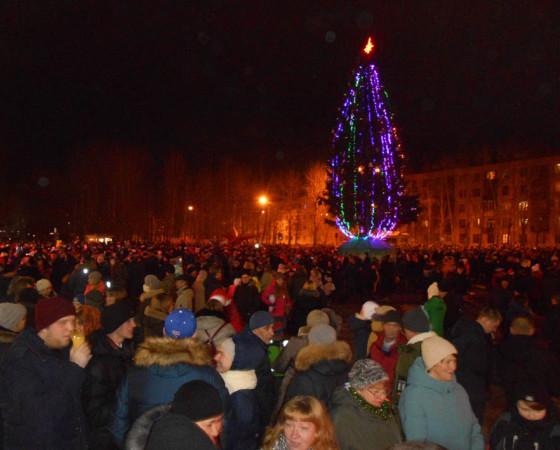 На площади имени Г.Л. Просянкина на Яграх яблоку негде было упасть.