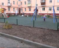 Во дворе на пересечении ул. Лесной и пр. Ленина появилась современная детская игровая зона. Недочёты должны быть устранены подрядчиком.