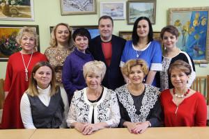 Дружный коллектив ЦКиОМ. В центре бывший и нынешний директора Валентина Будрина и Ольга Лыбашева.