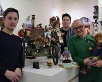 Никита Володин, Анатолий Черепанов и Михаил Грибанов готовы  провести экскурсию для гостей галереи.