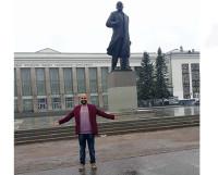 Памятник В.И. Ленину: конечно, я не мог не сфотографироваться с ним.