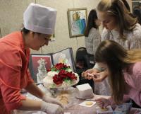 На Дне профориентации школьники смогли попробовать себя в роли повара-кондитера.
