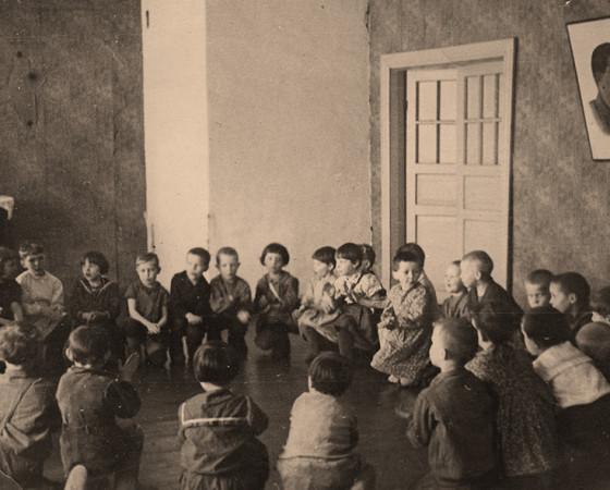 Бабушка всю жизнь проработала в детском саду, воспитала немало талантливых детей.