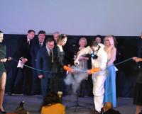 Почётный президент кинофестиваля И. Угольников торжественно «открывает» Арктику.