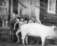 Баба Нюра  с Машкой и гости из Северодвинска.
