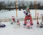 «Чудесная семейка снеговиков на прогулке» от команды группы «Курочка» детского сада «Сказка».